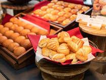 【焼きたてパン朝食】自慢のパンは毎朝心を込めて焼いています♪
