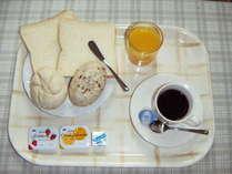 毎朝7:00~9:30 3Fテラスにて無料軽朝食サービスを行っております