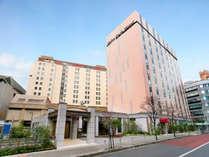 ホテル全体外観☆手前がレセプション棟、右が151館、奥が別館です