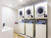 【151館2階】サービスルーム コインランドリー、アイロン、電子レンジがございます