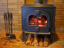 寒い日には暖炉でゆっくり暖まって下さいね