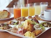 地元新潟の食材を使用した郷土料理も含めた、みのや自慢の朝食をじっくりとご堪能ください