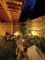 本館の露天風呂は『源泉かけ流し』でございます。有馬の銀泉をお楽しみ下さい。
