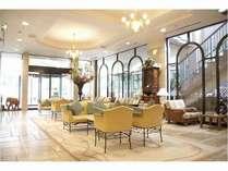 1階のロビーは、明るく開放的☆アットホームで居心地の良い空間をお楽しみください♪