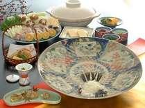 ■ふくフルコース(一例)…本場のふくを料理人が腕を揮って調理したふく料理を存分に堪能