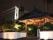 ≪外観≫関門橋にいちばん近い宿。全室オーシャンビューで、関門橋をご覧いただけます。