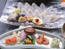 ■夕食料理(一例)…四季折々の新鮮な魚介類が並ぶ「唐戸市場」から直送し、料理人が腕を揮った品々