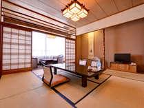 *【客室一例】窓の外には関門橋及び関門海峡(一部)がご覧いただけます。