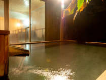 源泉100%の露天風呂は疲れた体を癒します
