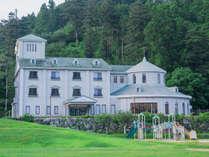 香北の山々に囲まれた場所にあるホテル