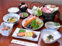 *お夕食一例(全8品)/季節の旬と地元の食材を活かした、心温まる家庭料理をお愉しみ下さい。