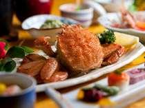 【夕食】身のギッシリ詰まった毛がに。 湯元オロフレ荘の一番人気の「かに膳」
