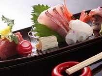 懐石料理のお造り一例です。マグロやイカ、甘海老等新鮮そのままです。