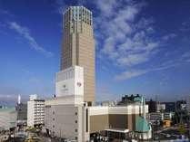 新札幌のランドマーク、ホテルエミシア札幌の外観。
