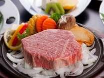 絶品の神戸牛は、口の中に入れた途端に旨味が広がりとろけます。
