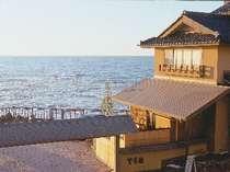 日本海ぎりぎりに建つ