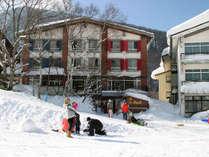 スキーヤーにとっては大変便利な立地♪リフトまで徒歩すぐです!