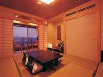 【本館・和室】最上階は禁煙階の和室10畳のお部屋となります。定員は5名。