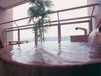 【本館・露天風呂付き客室】市内を眺めて露天風呂☆檜タイプ(温泉ではございません)
