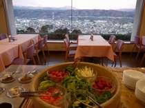 【朝食バイキング】 朝から美味しい新鮮野菜をどうぞ。