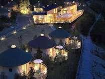 星空が広がる夜空。135の子午線に位置する当施設。全室独立棟のプライベート空間です。