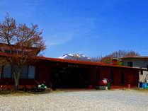 美しい浅間山を望む当館。