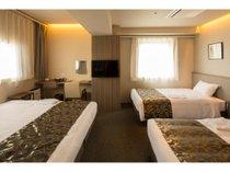 トリプル 当館一押しタイプ!クイーンベッド1台、シングルベッド2台のお部屋です