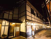 *外観/御宿 櫻井へようこそ!小樽の人気観光スポット(堺町本通り)に面しており、観光にもぴったりです。