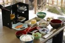 【朝膳】目の前で焼き上げお代りもできる玉子焼きや国産大豆を使用した自家製豆腐などが自慢の一品です。