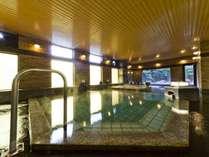 【温泉】二つの湯温に浸かれる「八峰の湯」内風呂