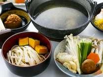 ■【ほうとう鍋】甲州名物となる料理で宿オリジナルのホロホロ鳥の出汁スープは逸品です。(※一例です)