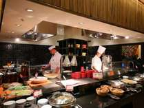 レストラン「彩(さい)」のライブ感溢れるオープンキッチン