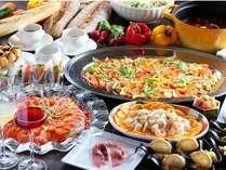 30種類以上の料理を楽しめる夕食ブッフェ(イメージ写真)