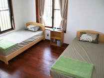 ・客室 ツインルーム①ツインが2室、トリプルが1室あります