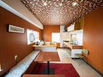 ・【2階共用ダイニング&キッチン】お食事をしたりご歓談したり皆でお楽しみください♪