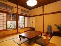 木のぬくもりが懐かしい和室8畳(トイレなし)の一例。洗浄トイレも近くにありリーズナブルな料金が魅力!
