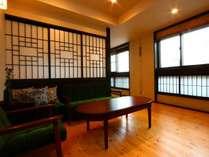 当館自慢の特別室です。窓からは草津のシンボル、湯畑を眺めることができます。