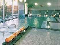 【橘の湯】豊富な湯量の温泉大浴場。身体が芯から温まります。