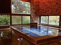 赤沢の源泉から引かれた天然温泉掛け流しです。