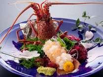 プリップリッの伊勢海老活き造り!お刺身の後はお味噌汁に♪赤・白・合わせ味噌からお選びいただけます☆