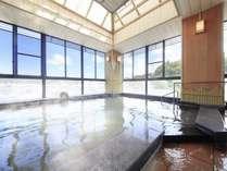 ■純和風展望風呂(男湯)/圧倒的な静けさのなか、源泉掛け流しの湯を情趣豊かにお楽しみください。
