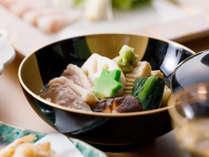 加賀ていねい懐石:煮物一例(加賀伝統料理、治部煮をご用意)