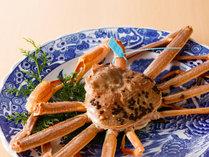 石川県のブランド加能蟹青タグ付を丸ごと一杯茹でてご用意。身がぎっしり甘味も絶品です。