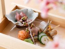 春の前菜一例:板長渾身のお料理(日、週、又は月により異なります)