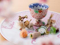 【特選季折懐石】春の彩り:板長渾身の八寸一例(日、週、により異なります)