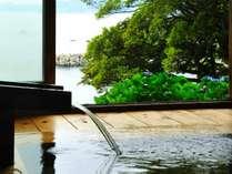 ■走り湯■総檜丸太造の日本伝統建築が息づく湯殿。日本三大古泉を源泉かけ流しで堪能