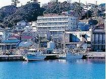 稲取港を眺めるやまだ荘