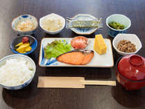 *【朝食】定番の和朝食をご用意!健康バランスを考えたほっこり温かいメニューをどうぞ。