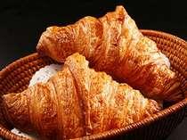 ベーカリー自慢ふわふわの天然酵母クロワッサン!ホテルの朝食でも食べられます。