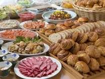 朝食は、バイキング形式なので好きなものを好きなだけお召し上がりくださいませ♪